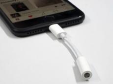 Apple tak lagi sediakan adaptor Lightning ke jack audio